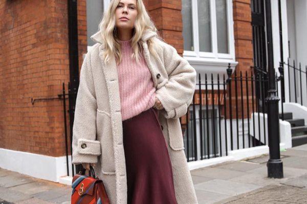 Midi suknja i pletivo – kombinacija s kojom ne možete pogriješiti ove sezone