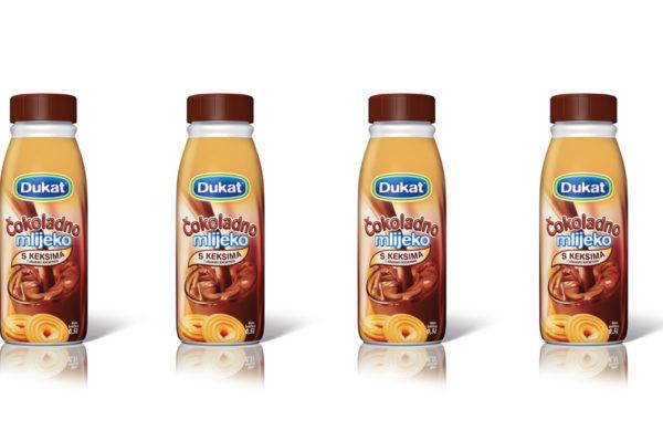 Omiljeno čokoladno mlijeko sad s karamelom i keksima