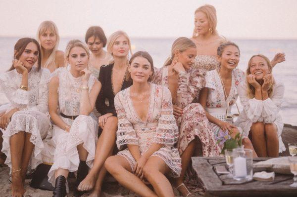 Raskoš predivnih haljina na ljetnoj djevojačkoj zabavi iz snova