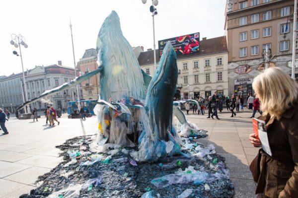 Lice grada: Veličanstvena instalacija kitova na glavnom zagrebačkom trgu