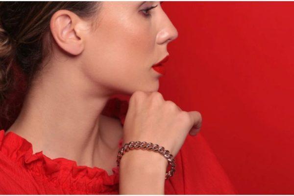 Zaks nakit crvenog sjaja za savršene jesenske modne kombinacije