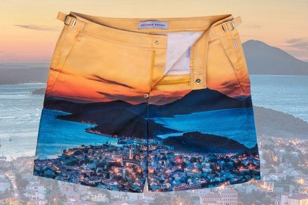 Journal Man: Kratke hlačice s printom Lošinja, nastalom prema fotografiji Hrvoja Serdara