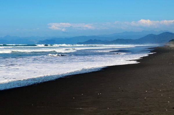 Najljepše crne pješčane plaže na kojima bismo rado proveli ljeto