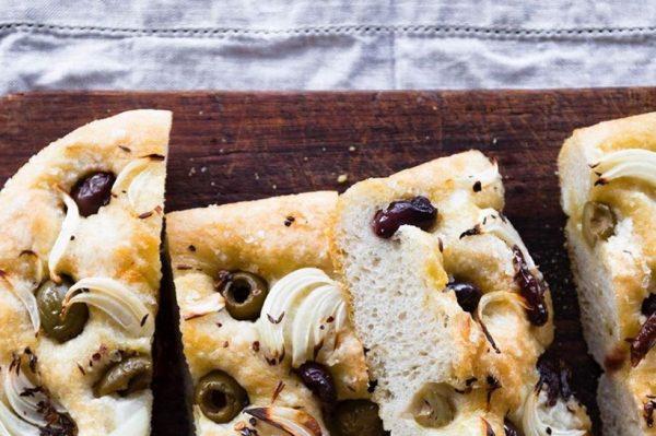 Focaccia: talijanska pogača idealan je snack za petak uvečer i ležerno druženje s prijateljima