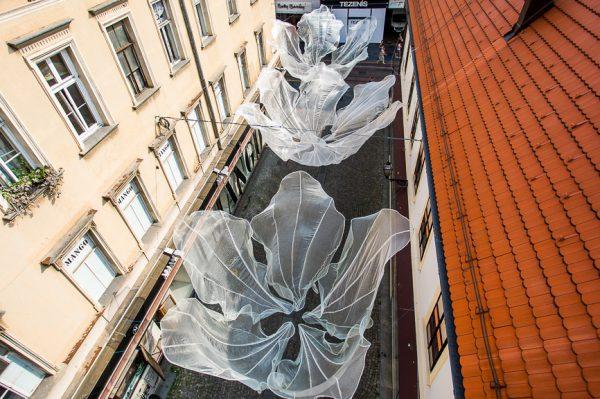 Lice grada: Magična instalacija Ide Blažičko u Tomićevoj ulici