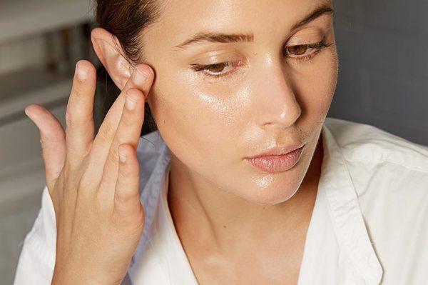 Jednostavan make up trik koji će promijeniti način na koji nanosite puder