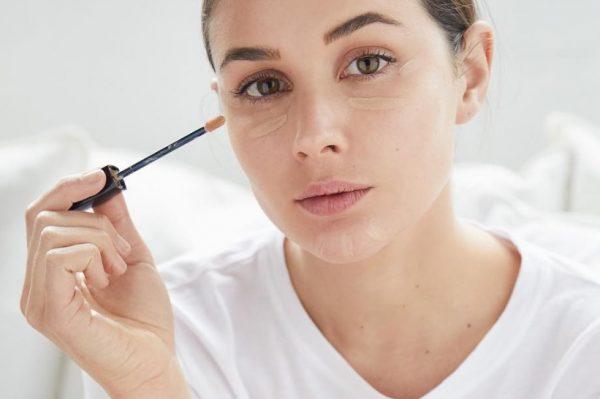 Koji make up proizvod nanijeti prvi – korektor ili puder?