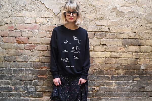 Nova Mustra kolekcija donosi crni sweatshirt s dozom humora