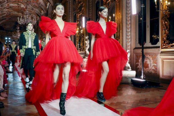 Na modnoj reviji predstavljeni su divni lookovi kolekcije Giambattista Valli x H&M