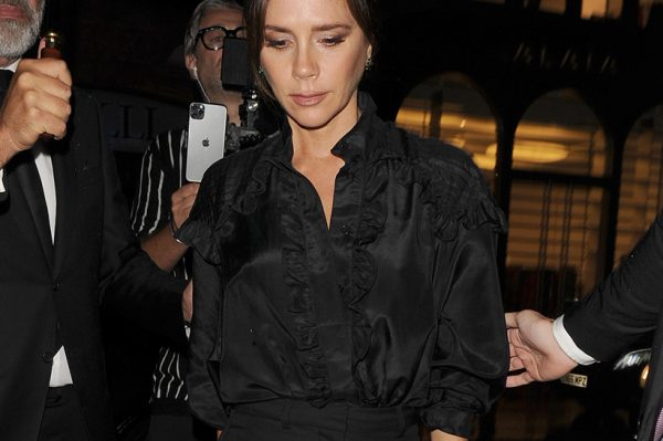 Street style inspiracija: Victoria Beckham u chic kombinaciji koja se krije u svakom ormaru
