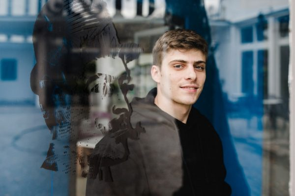 Srđan Sandić: Razgovor s mladim hrvatskim glumcem i budućom zvijezdom Bernardom Tomićem