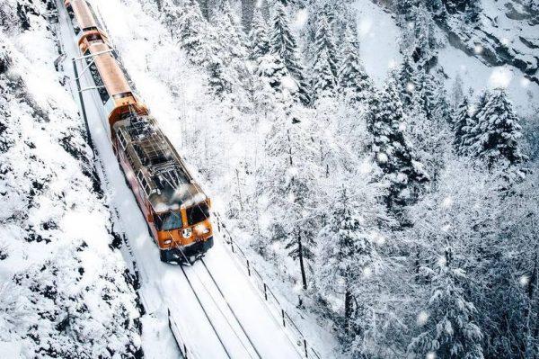 Najljepša svjetska ruta za putovanje vlakom nalazi se u Švicarskoj, a zimi izgleda posebno čarobno