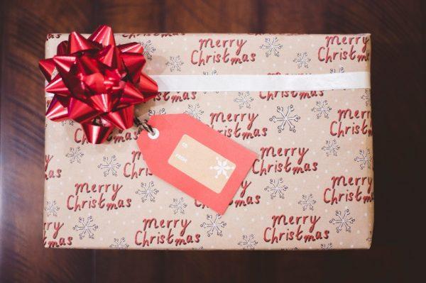 Pulover, parfem ili pametni telefon kao poklon za Božić?