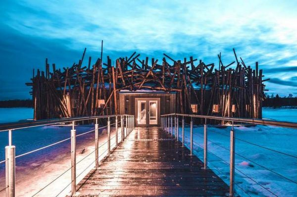 Zavirite u čudesni plutajući hotel u Laponiji koji je stvoren za savršeno zimsko putovanje