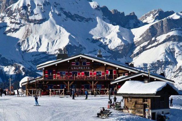 Najšarmantnije selo u Alpama zimi je pravi raj za ljubitelje skijanja