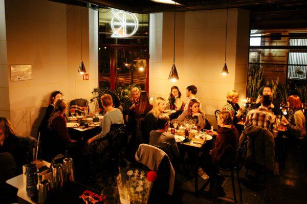 Kruha i humanosti na Veselom stolu za Crvene nosove
