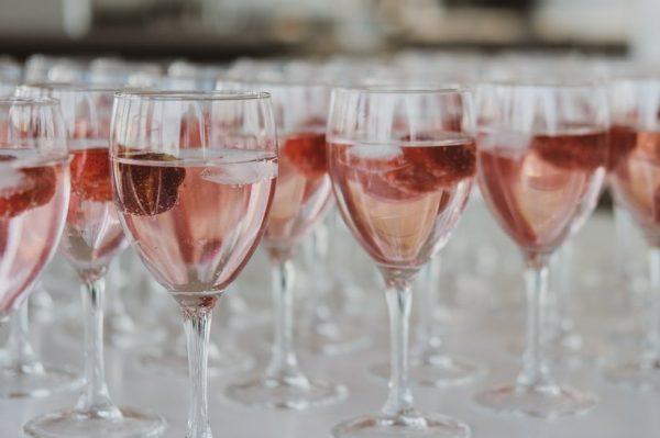 Sve što trebate znati o ružičastom šampanjcu, ženstvenom, lepršavom i iznimno popularnom piću