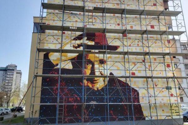 Krležin mural vratio se na zgradu u Karlovcu