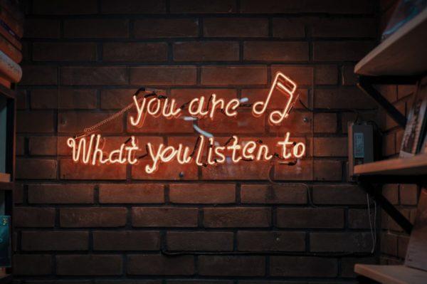 Journal Man: Podcasti uz koje će vam brže proći dan
