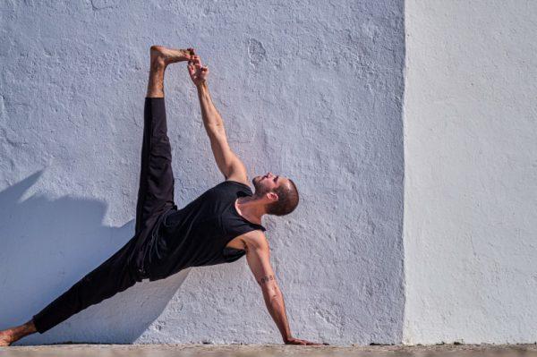Ljubitelji joge odsad mogu vježbati uz hrvatskog jogija Ivana Gaće – online putem Zooma