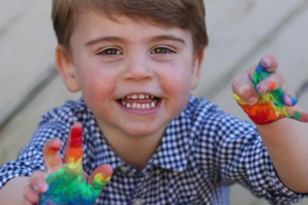 Princ Louis je najslađi dječak – novim portretima obilježava svoj drugi rođendan