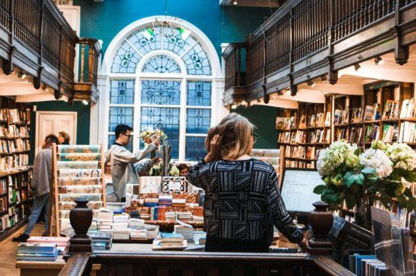 Super knjige koje možete posuditi u lokalnoj knjižnici – i uštedjeti!