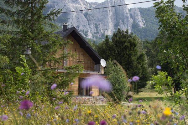 Planirate ovog ljeta pobjeći u planine? Onda je ova kuća u srcu Velebita idealna za vas