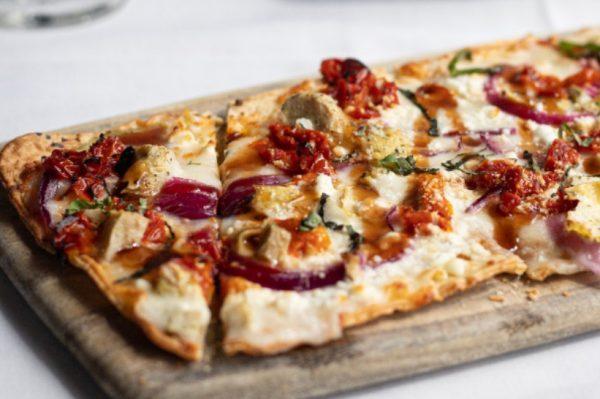 Pizza iz tave je jedan od najvećih gastro hitova izolacije