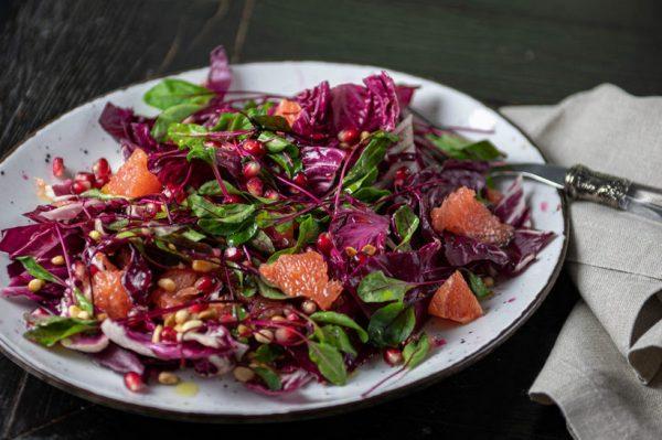 #WeLoveLocal recept: Osvježavajuća, proljetna slatko-gorka salata