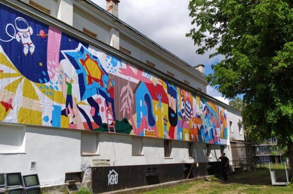 Šareni banner s muralom Leonarda Lesića najava je skorašnjeg otvaranja Urbanog parka