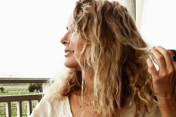 6 načina za posvijetliti svoju kosu prirodnim sastojcima