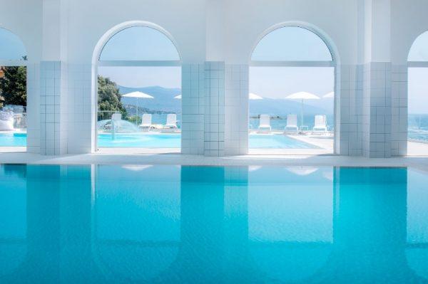 Ovaj bazen u Novom Vinodolskom i produženi vikend na moru su sve što nam treba