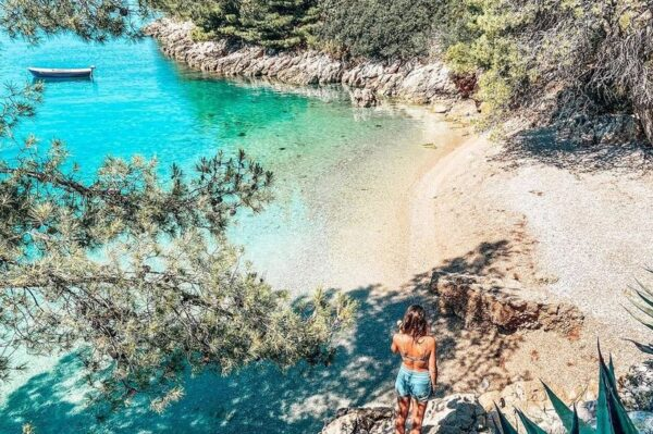 Prekrasne plaže i još 5 dodatnih razloga zašto ovog ljeta želimo na Brač