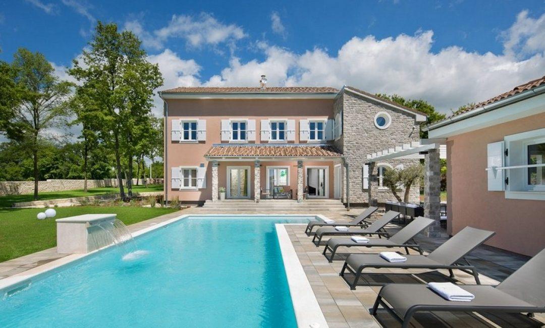 Samo jedan pogled na ovu kuću u zelenoj oazi nagovara nas na bijeg u Istru