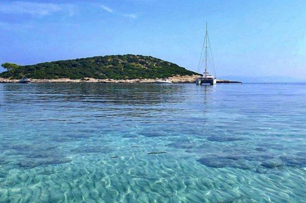 Nenaseljeni otočić na jugu Dalmacije skriva jednu od najljepših pješčanih plaža