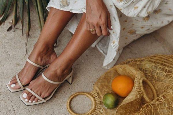 Bijeli lak za nokte čini najljepše ljetne manikure i pedikure