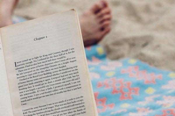 Što čita vaš omiljeni autor? Bestseller književnici preporučili su ljetne knjige uz koje se jedva čekamo opustiti