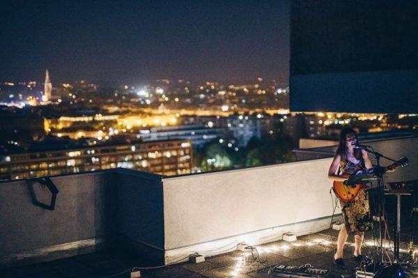 Sara Renar vraća se sa svojim super projektom – rooftop sessionima