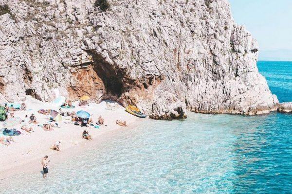 Ovo malo kvarnersko mjesto ima jednu od najljepših plaža na Jadranu