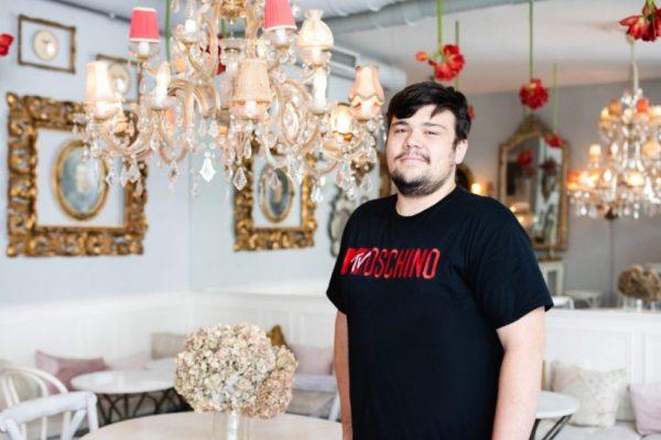 Upoznajte Denisa Sviraća, najmlađeg hrvatskog kolekcionara koji posjeduje rad Damiena Hirsta