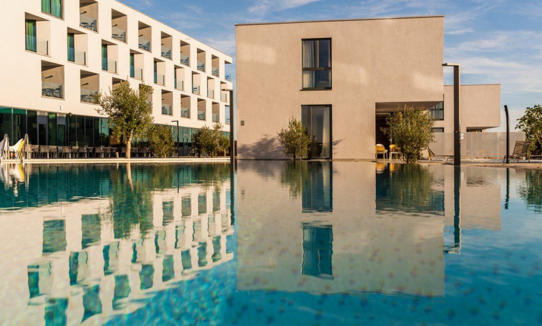 Ako ovog ljeta planirate u Novalju, imamo ideju hotela u kojem biste mogli odsjesti