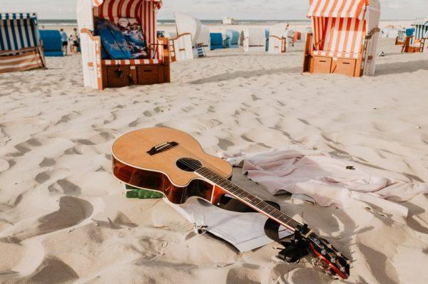 Složile smo playlistu od 20 bezvremenskih ljetnih hitova bez koje nećete otići na godišnji