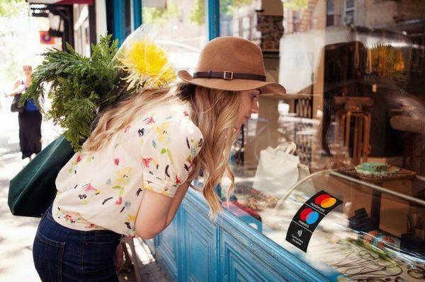 Plaćajte brzo i beskontaktno u trgovinama, omiljenim kafićima i restoranima kako bismo svi zajedno ostali sigurni