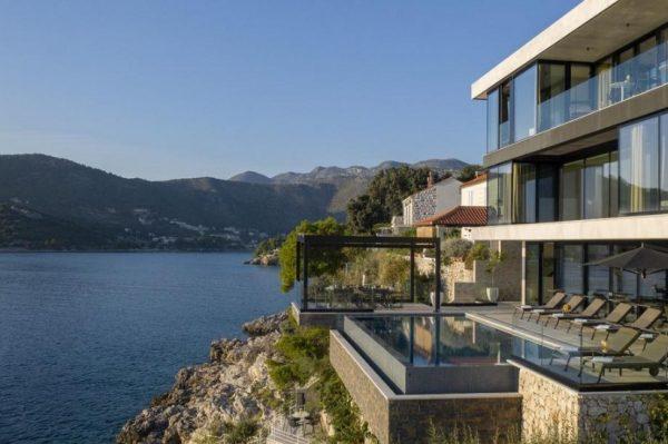 Zavirite u jednu od najluksuznijih hrvatskih vila s bazenom i pogledom koji ostavlja bez daha