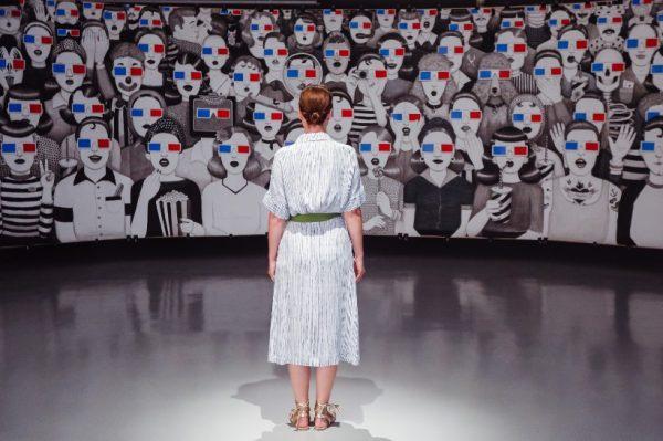 Izložba umjetnice Ivane Mrčele navest će vas da se zapitate: Ako je cijeli svijet pozornica gdje sjedi publika?
