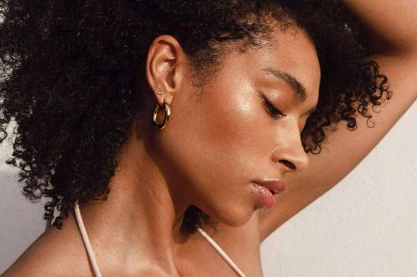 Ovaj jednostavan make up trik čini vašu kožu sjajnijom u trenu