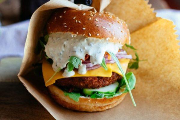 Od vrhunskih burgera do sjajne Cezar salate – vodimo vas u splitski Toto's Burger Bar
