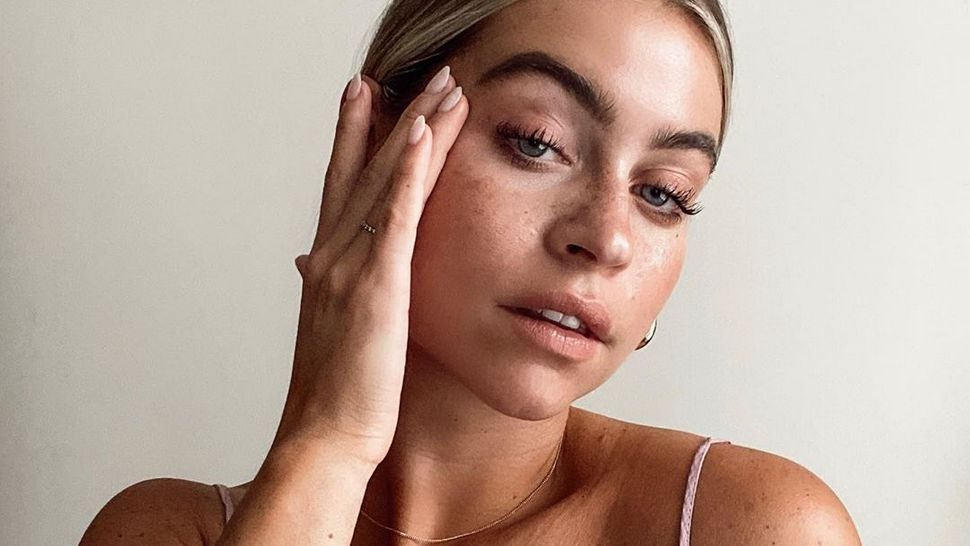 Temeljito čišćenje lica nakon mora uz sredstva koja ne isušuju kožu