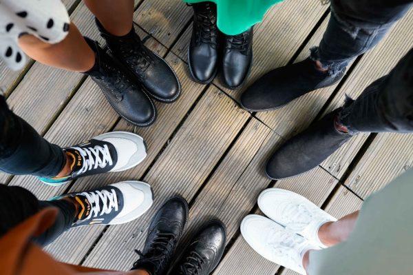 Motorističke čizme, oksfordice i tenisice su trendi modeli u središtu nove Deichmann kolekcije