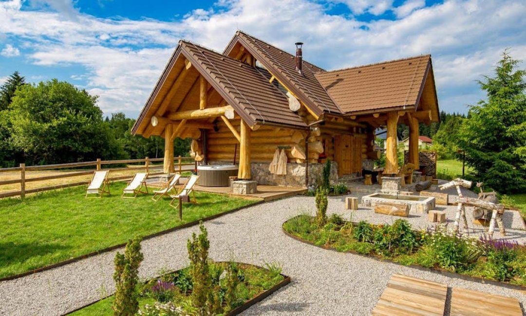 U Gorskom kotaru smo pronašli Kraljicu šume, predivnu drvenu kolibu za bajkoviti odmor